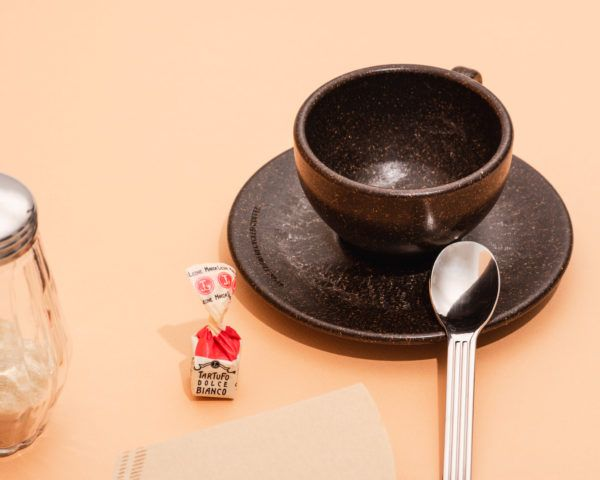 Kaffeeform Cappuccino cup mit Untertasse aus Kaffeesatz