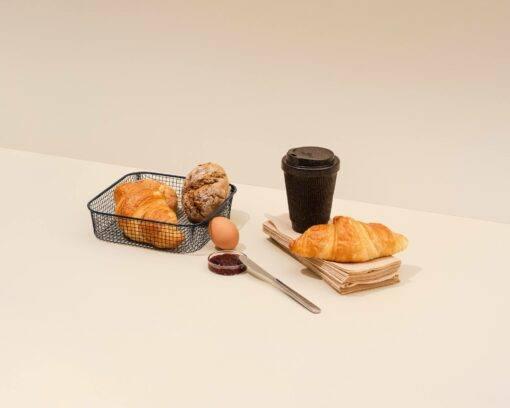 Kaffeeform Weducer aus Kaffeesatz Bild mit Brotkorb